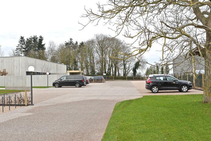 Uitvaartzorg Commeyne beschikt voortaan over een ruime parking.