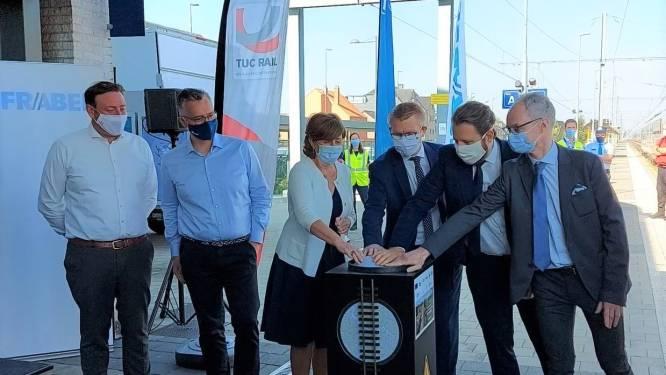 """Eerste elektrische trein op spoorlijn Mol - Hamont: """"Een mijlpaal voor Mol en de ganse Kempen"""""""