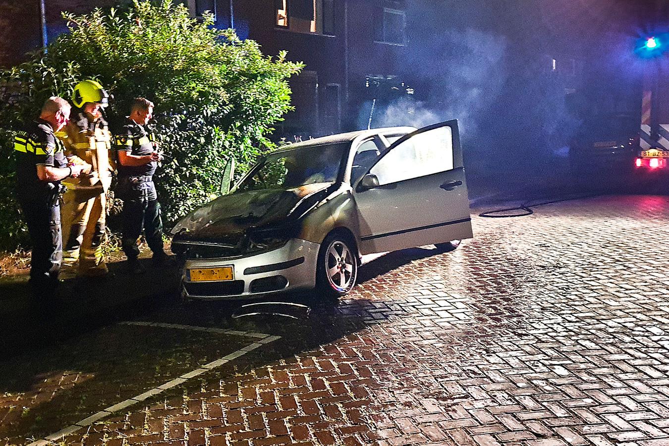 De politie heeft nog geen idee wie er achter de verschillende autobranden in Dordrecht zit.