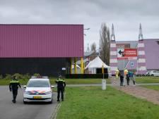 Twentse nieuwsfotograaf belaagd door beveiligers bij vaccinatielocatie van GGD in Enschede