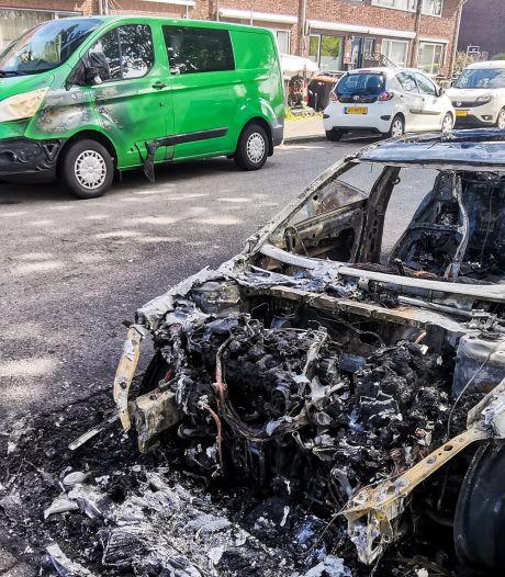 Drie wagens beschadigd bij autobrand in Dordrecht