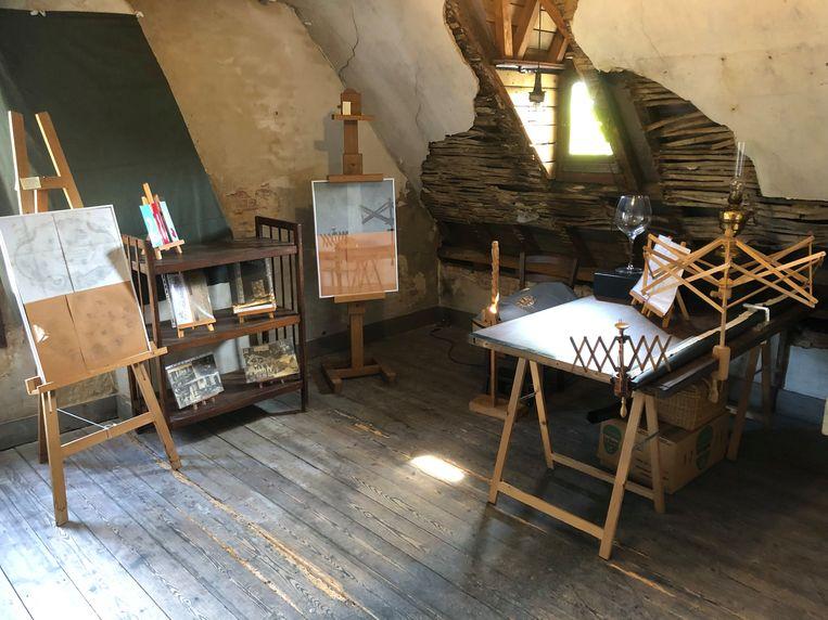 Op de zolder van het Hofke van Chantraine wordt zondag aan kantklossen gedaan.