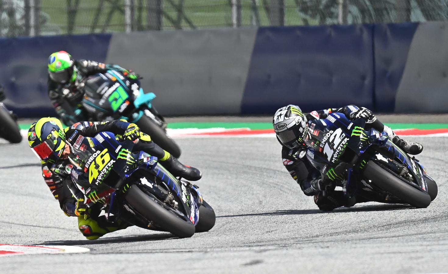 Ploeggenoten Valentino Rossi en Maverick Viñales.