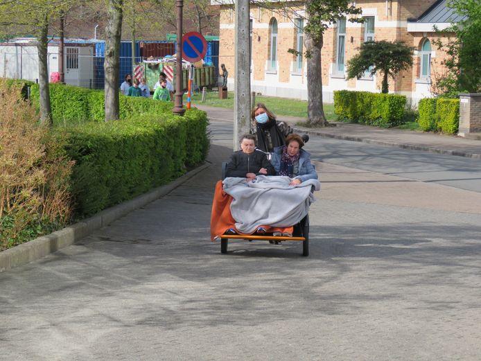 Simonne Boudrez en Corry Clarysse genoten van een tripje met de Babbelfiets.