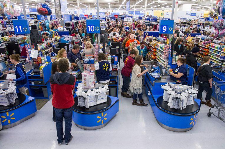 Winkelaars in de rij bij de Walmart tijdens Black Friday, 27 november 2014. Beeld ap