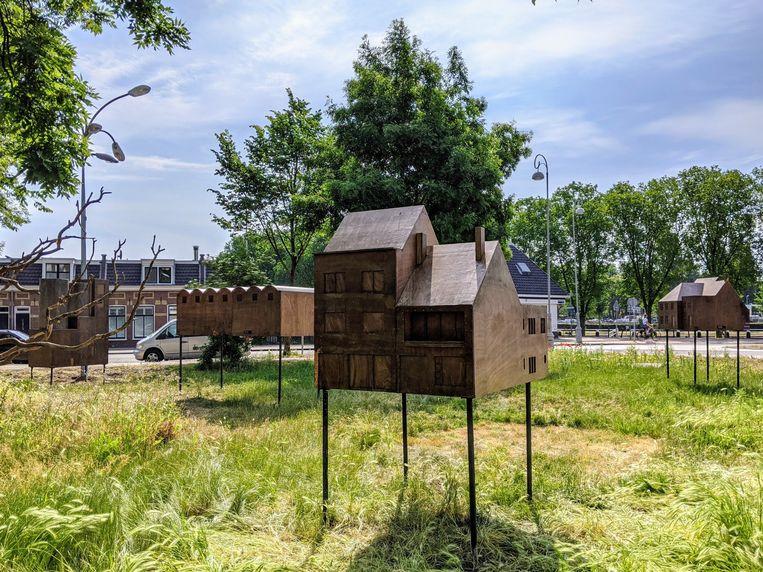 De houten huisjes in de tuin van de Tolhuistuin. Beeld Tolhuistuin