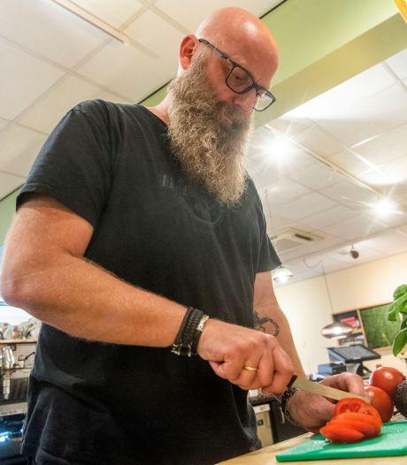 Uiteten als veganist? Verdomd lastig, ontdekte Rob uit Enschede: 'De kok schiet gelijk in de kramp'