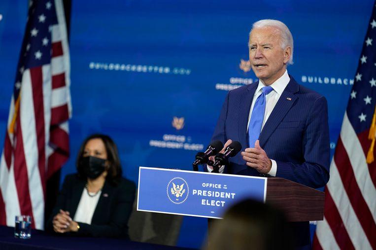 Biden kondigde maandag samen met vicepresident-elect Kamala Harris (links) een aantal benoemingen aan in zijn ministersploeg.  Beeld Andrew Harnik/AP