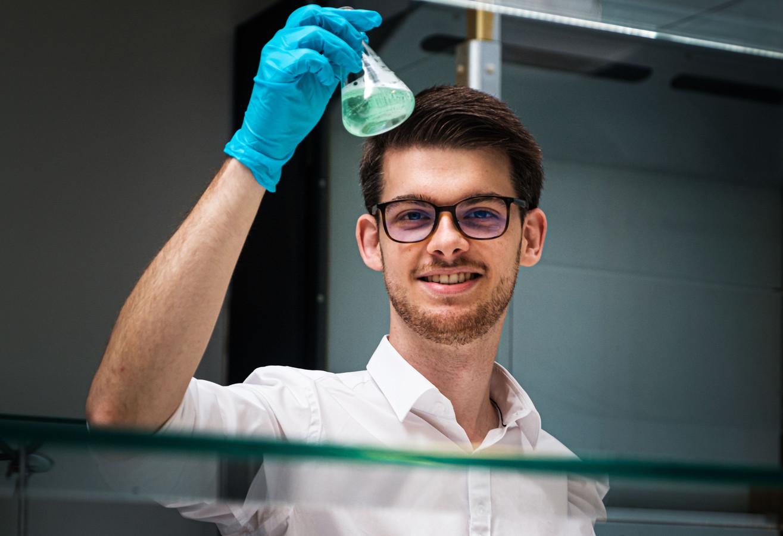 Wil jij samen met je kinderen dit experiment ook eens proberen? Onze wetenschapsexpert Martijn Peters legt stap voor stap uit.