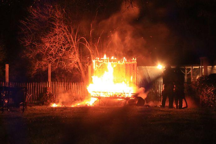 De brand legde de sauna volledig in de as.