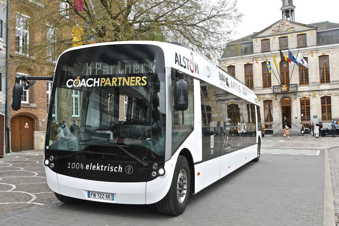 Deze e-bus maakte zaterdagmorgen een testrit door Roeselare.