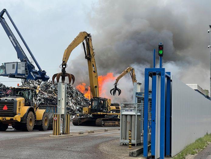 Brand bij schrootbedrijf aan Rietveldenkade in Den Bosch