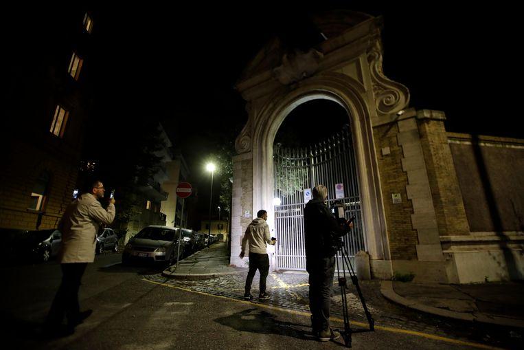 De ingang van de ambassade van het Vaticaan in Rome.