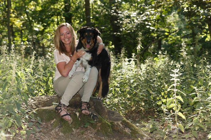 Elke Boxoen en haar hond Jessy.