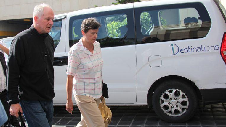 De VN-inspecteurs in Syrië hebben woensdag na een pauze van een dag hun hotel in Damascus verlaten en zijn op weg naar een van de plekken waar vorige week chemische wapens zouden zijn ingezet. Beeld epa