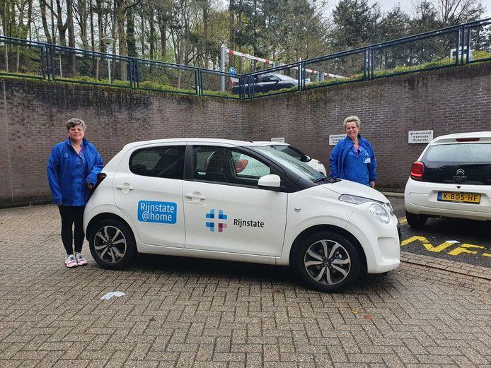 Dinsdag ging de eerste auto van Rijnstate@home met verpleegkundigen van het Oncologisch Centrum op pad, om een patiënt met kanker een behandeling thuis te geven.