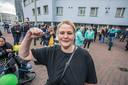 Peggy Bouman tijdens de demonstratie eerder dit jaar tegen de afsluiting van de Hoefkade en Parallelweg. ,,Laat ons toch met rust.''