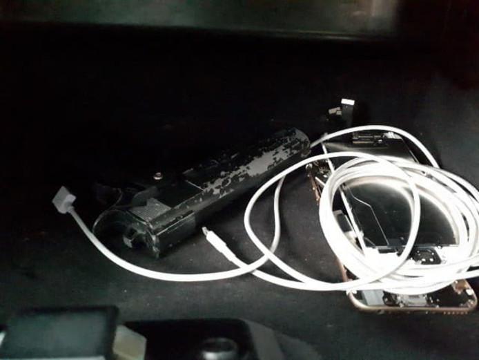 Het nepwapen lag in het dashboardkastje van de auto.