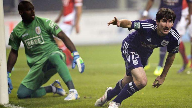 Sacha Kljestan tikt binnen de minuut de 1-0 binnen voor Anderlecht. Beeld afp