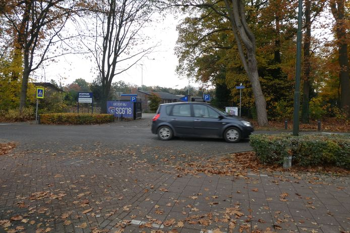 Kruising Zegenwerp voldoet aan eisen, maar kan veiliger met groene hagen om fietsverkeer beter te begeleiden.