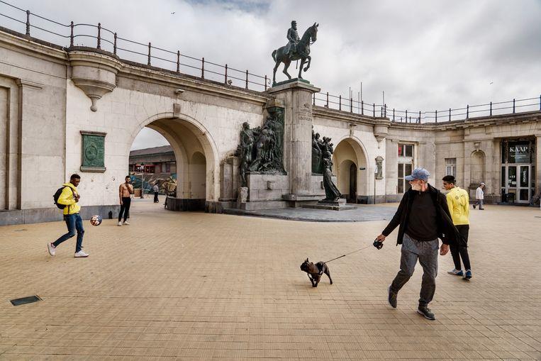 Ruiterstandbeeld van Leopold II in Oostende. Beeld Eric de Mildt