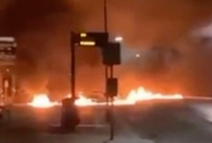 Op Dumpert dook een filmpje op waarop te zien is dat jongeren een straat in Wijk bij Duurstede in brand steken.