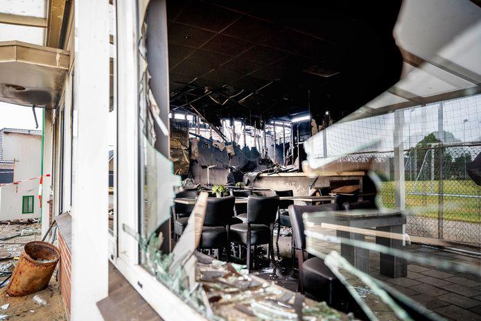 De chaos is groot na de brand in de kantine van voetbalvereniging SCP.