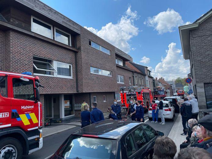 De brand in de studio bracht nogal wat hulpverleners, buren en passanten op de been.