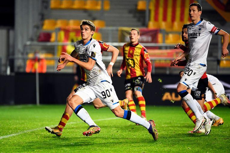 Club-spelers Charles De Ketelaere en Hans Vanaken in actie tegen KV Mechelen, donderdagavond.