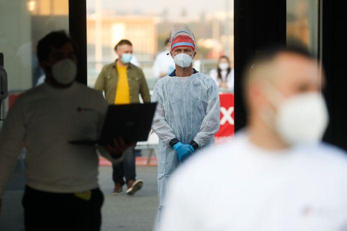 Après concertation, le groupe de scientifiques et d'experts remettra un avis sur d'éventuelles mesures supplémentaires à prendre afin d'endiguer l'épidémie.