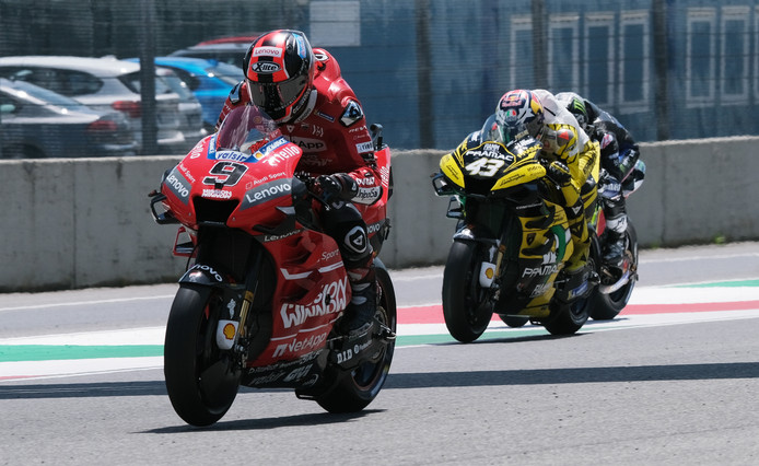 Ducati's Danilo Petrucci (l).
