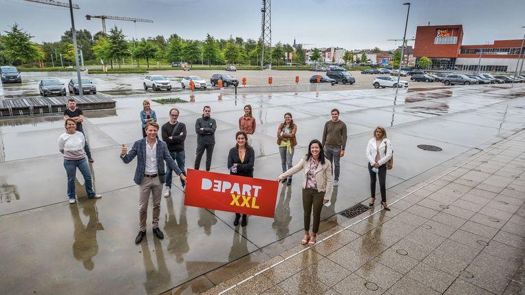 De initiatiefnemers op Weide, waar het coronaproof evenementenplein Depart XXL komt. Beeld Henk Deleu