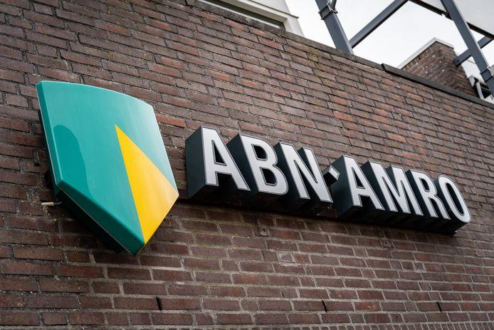 Delfzijl - Een bankfiliaal van ABN Amro.