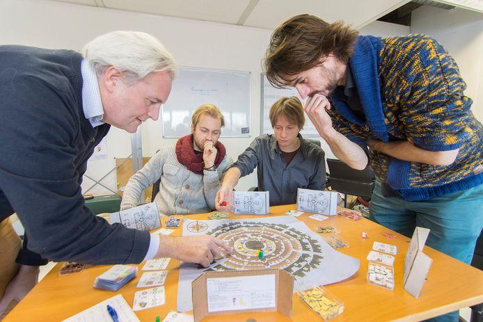 Ontwerpers van het bordspel Money Maker: Paul Brinkkemper, Gijs Dalen-Meurs, Luuk de Waal Malefijt en Ferdinand Zanda.