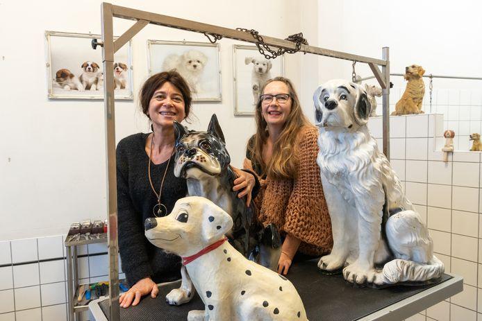Susanne Hanegraaf (l.) en José van den Hoven (r.) zijn blij dat ze weer wat werkzaamheden kunnen oppakken.