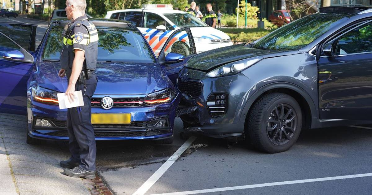 Automobilist gewond geraakt bij botsing in Rijen.