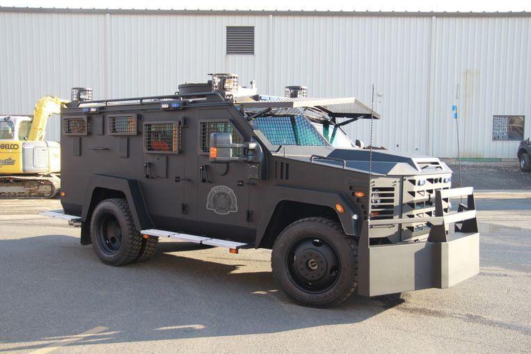 Een 'BearCat' van de Antwerpse lokale politie, een pantservoertuig dat ingezet wordt bij Operatie Nachtwacht. Beeld Patrick Lefelon