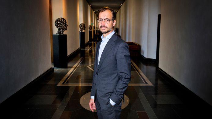 """Minister Eric Wiebes vindt dat er meer waardering voor het bedrijfsleven mag zijn, ook in zijn eigen VVD. ,,Het woord 'vestigingsklimaat' vinden we vies. We moeten daar echt weer met meer liefde over spreken."""""""
