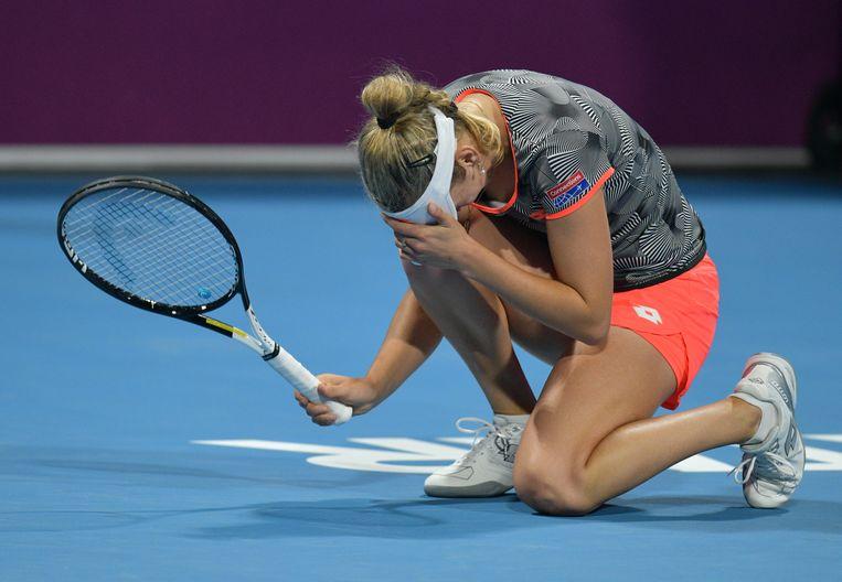 Elise Mertens kan het niet geloven. In de finale van Doha klopte ze Simona Halep in drie sets. Beeld EPA