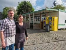 """Eén van de laatste frietbarakken in 't stad gered: """"Zeven jaar lang leefden we in onzekerheid"""""""
