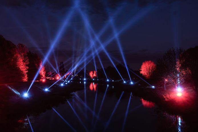 Lampen langs de Aa-strang symboliseren de band tussen Duitsland en Nederland.