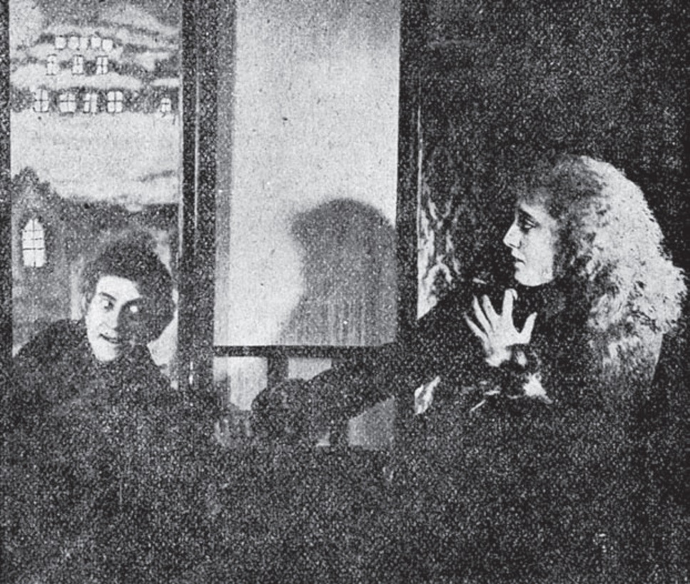 Een van de laatste overblijvende beelden uit 'Dracula's Death' uit 1921