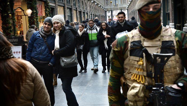 Extra beveiliging in Brussel. Beeld Marcel van den Bergh/ de Volkskrant