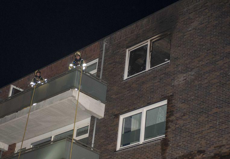 De brandweer bij het appartement waarin een drugslab was ondergebracht.