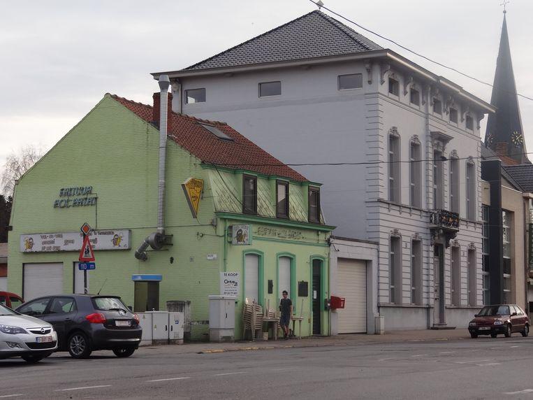 Wachtebeke voorziet anderhalf miljoen euro voor de verbouwing van zijn gemeentehuis. Eén van de ingrepen is de afbraak van de frituur naast de deur.