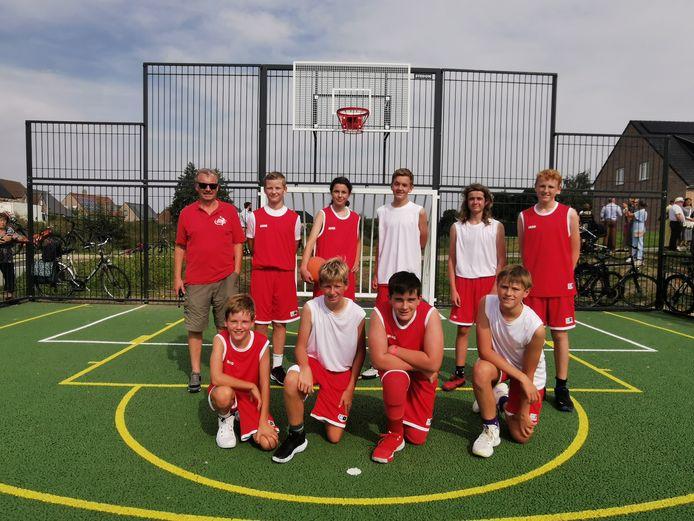 De basketbalclub van Poperinge verzorgde een demonstratiewedstrijdje.