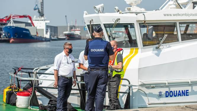 Duikteam ontdekt 216 kilo cocaïne (straatwaarde 10 miljoen euro) onder Braziliaanse fruitsapboot in Gentse haven