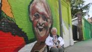 """Bewoonster Christiane (81) schittert op graffitikunstwerk aan WZC De Pottelberg: """"Even getwijfeld, maar resultaat is prachtig"""""""