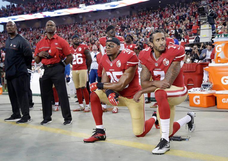 'Ik ga niet opstaan voor een vlag om mijn trots te tonen voor een land dat zwarte en gekleurde mensen verdrukt.' Beeld AP