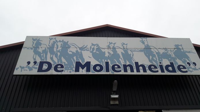Het illegale feest in de nacht van zaterdag op zondag was in de Schijndelse manege De Molenheide.